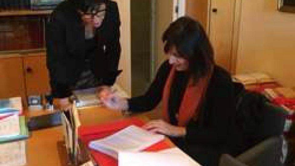 Valentina Rossi deposita la leggeSan Marino. Unioni civili, depositata la legge di iniziativa popolare