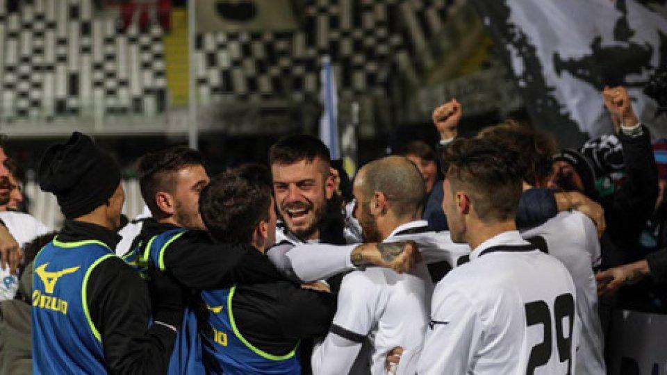 Cesena lanciato dai difensori-bomber: 3-2 al San Nicolò