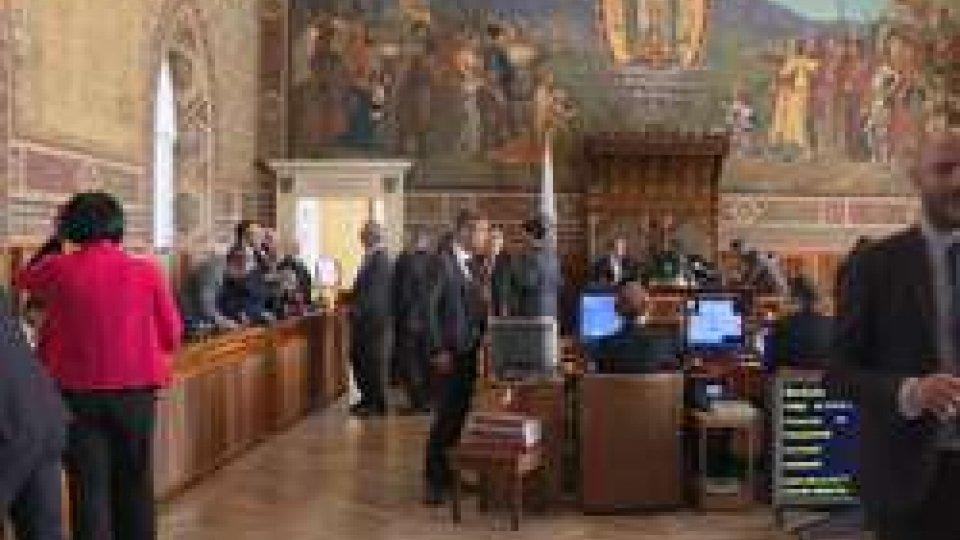 I lavori del CGG duranto da ormai 70 oreConsiglieri segregati a Palazzo