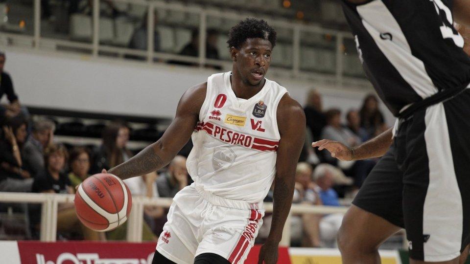La Carpegna Prosciutto Basket Pesaro lotta nel primo match del Memorial Brusinelli a Trento