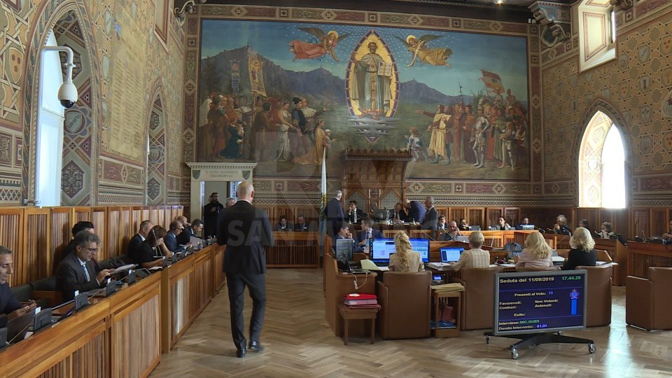 Consiglio: maggioranza disponibile al voto ma dopo il tavolo istituzionale per mettere in sicurezza il paese