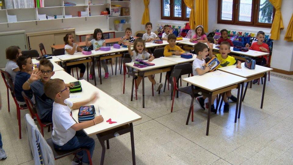 Il Segretario Marco Podeschi saluta personale e studenti