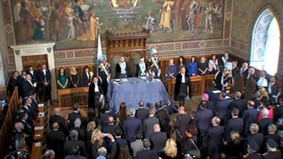Luca Boschi e Mariella Mularoni sonno i nuovi Capitani ReggentiSan Marino saluta i nuovi Capitani Reggenti per il semestre 1° ottobre 2019 - 1° aprile 2020