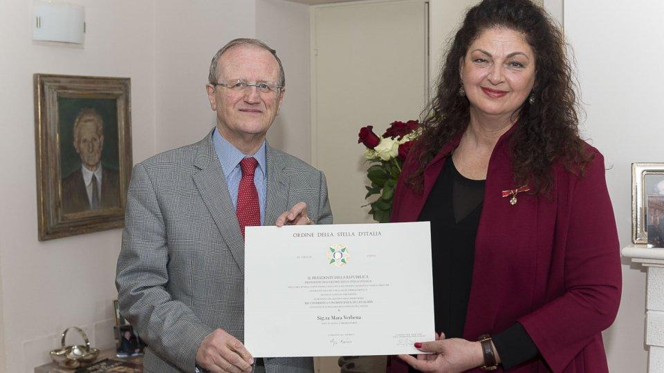 """San Marino, Mara Verbena diventa """"Cavaliere dell'Ordine della Stella d'Italia"""""""