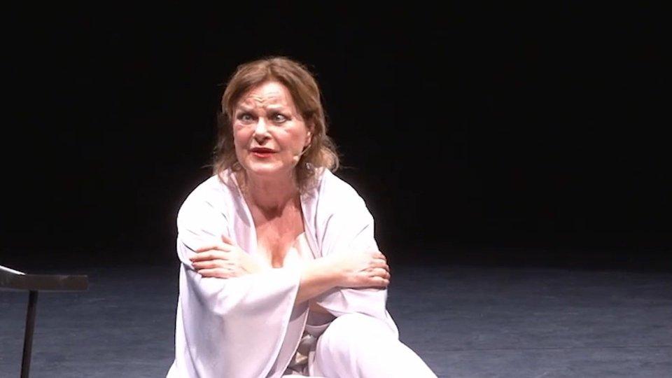 Intervista con LUCIA VASINI Attrice e Cabarettista