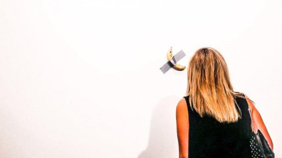 Una banana (vera) è l'ultima scultura di Maurizio Cattelan