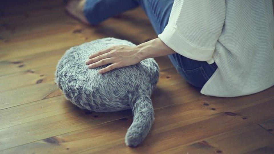 Un Qoobo, gatto-cuscino robotico
