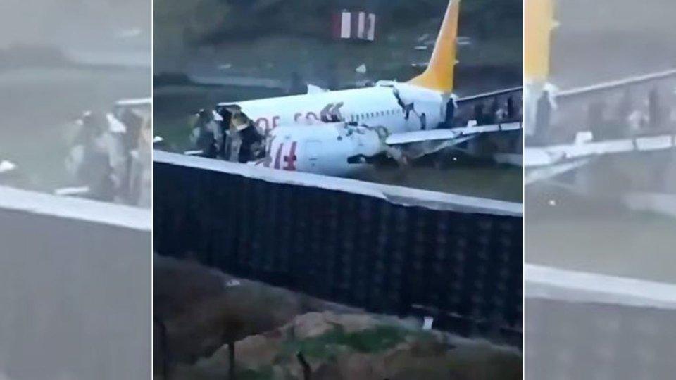 Turchia: aereo esce di pista e si spezza in due, ci sono feriti