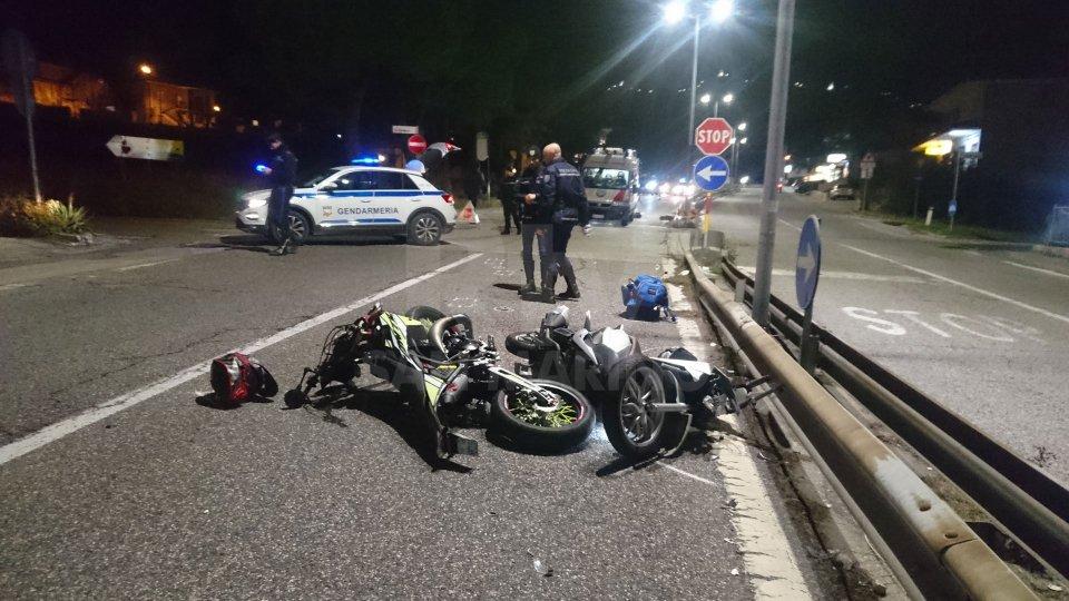 Incidente sulla Super: scontro moto-scooter, due giovani all'ospedale