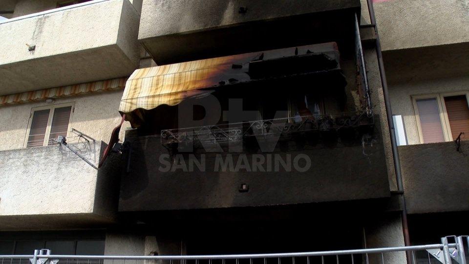 Le immagini dell'incendio in una palazzina a Serravalle
