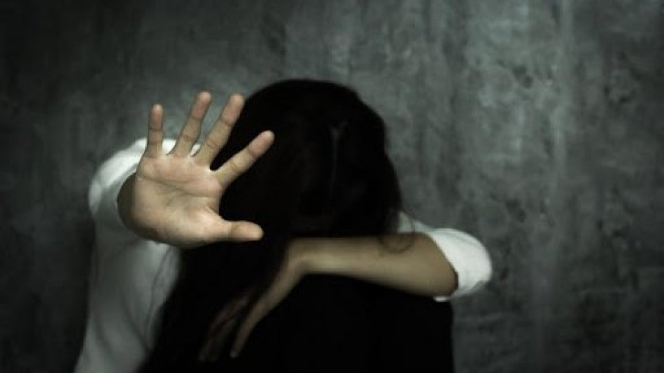 Violenza sessuale e maltrattamenti sulla moglie: arrestato 58enne di Rimini