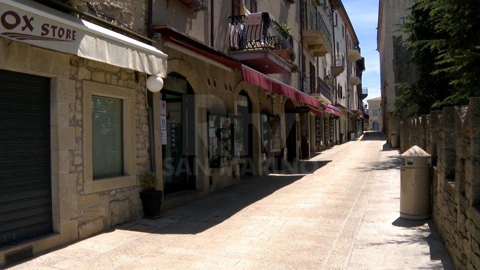 Turismo in ginocchio, tante attività del Centro Storico tengono le serrande abbassate