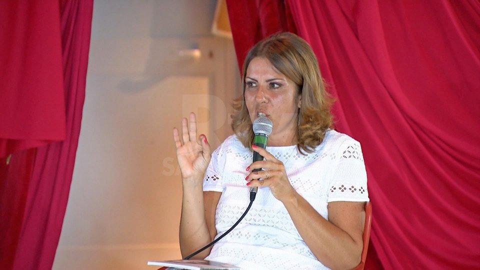 """Chiara Macina presenta il suo """"Pensieri alla Luna"""""""