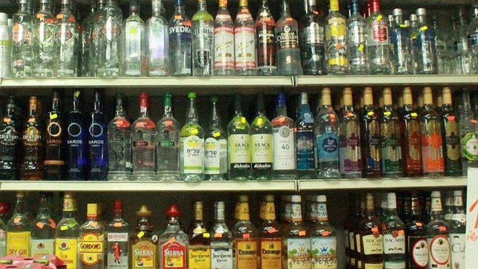 Consumo di alcol: due le violazioni per la vendita dopo gli orari consentiti