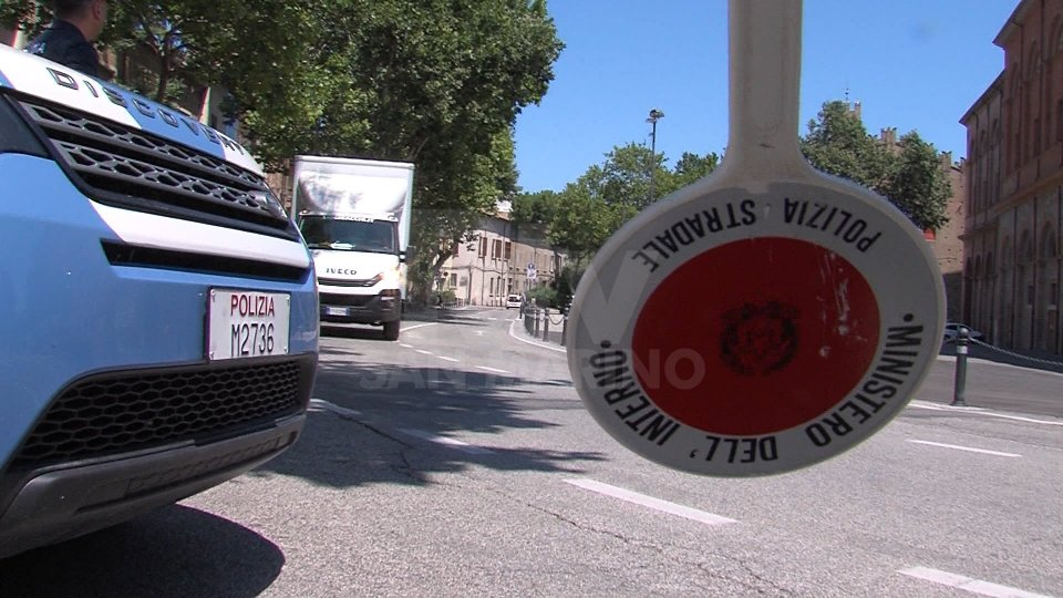 Rimini: mano pesante del questore sul locale, dopo 'overdose' 19enne