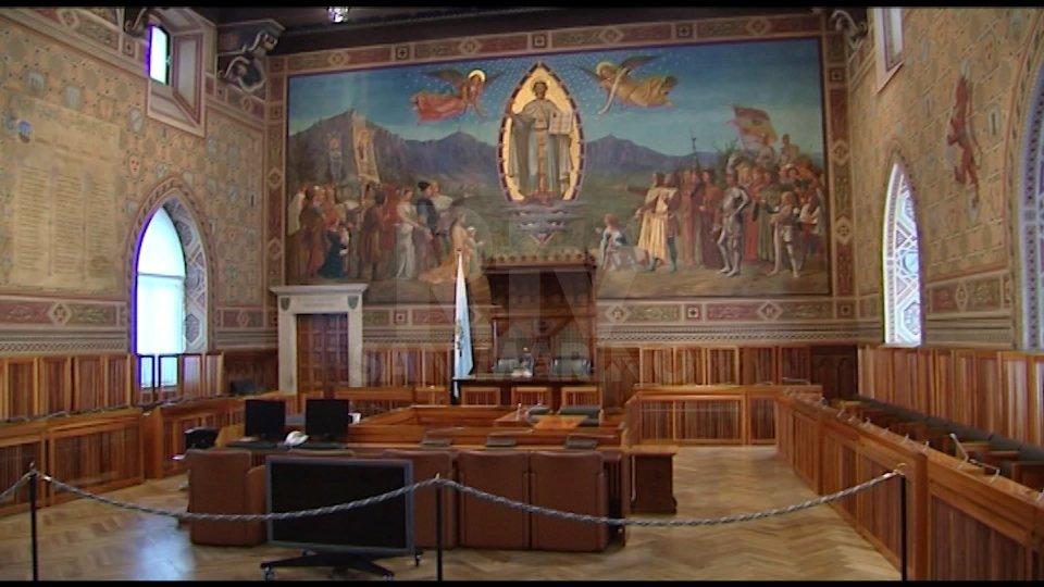 Scontro aperto: l'opposizione chiede il rinvio del plenario di lunedì che prevede l'eventuale designazione del magistrato dirigente e la possibile rimozione di tre magistrati