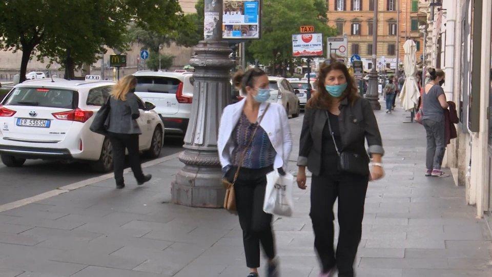Coronavirus: in Italia doppio tampone per tornare a scuola. In Francia 21mila casi al giorno
