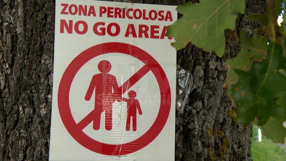 Un cartello di sicurezza del RallyLegend