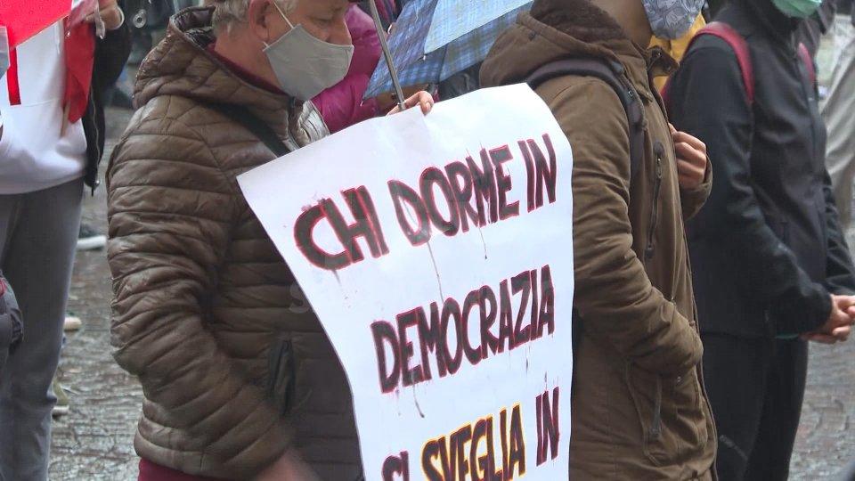 """Rimini: oltre 200 persone in piazza per la manifestazione di """"Romagna per la Costituzione"""""""