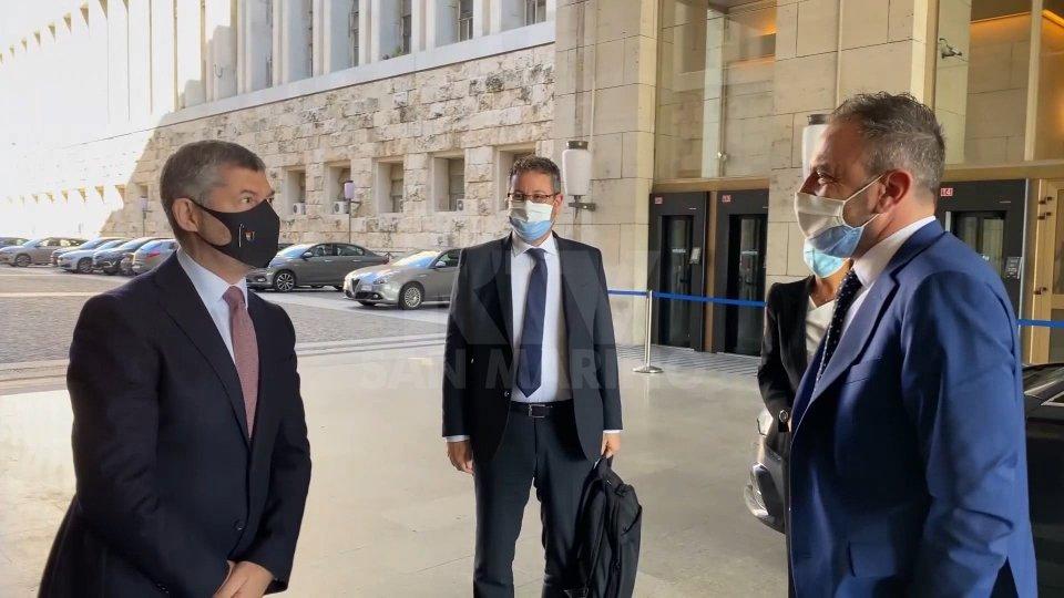 Il Sottosegretario agli esteri Ivan Scalfarotto, il Segretario di Stato Affari Esteri Luca Beccari e il Segretario di Stato alle Finanze Marco Gatti