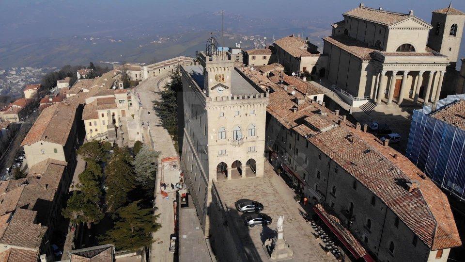 Mozione di sfiducia verso Beccari: il Consiglio Grande e Generale si riunisce mercoledì 30 dicembre