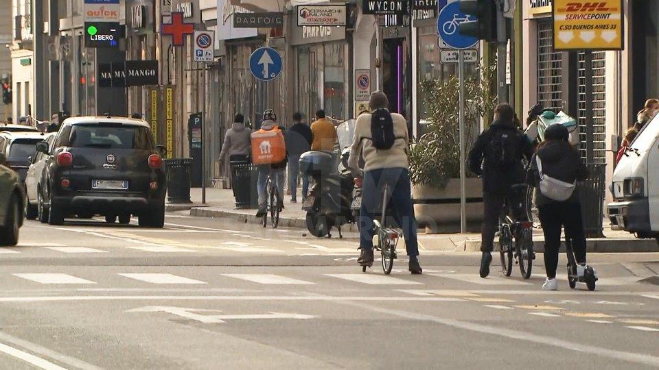 Dpcm: divieto di spostamento fra regioni, stop alla vendita da asporto per i bar dalle 18