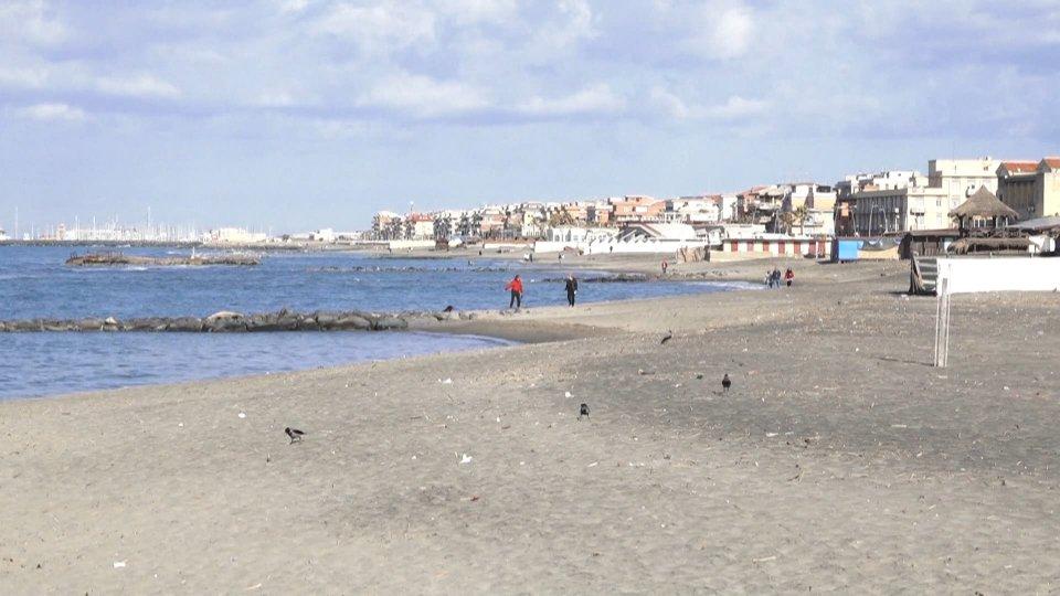 Dal 26 l'Italia riapre: spiagge dal 15 maggio, palestre dal 1 giugno