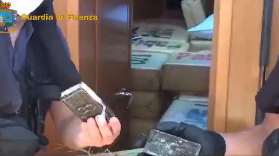 Droga: Gdf sequestra 6 tonnellate hashish su veliero