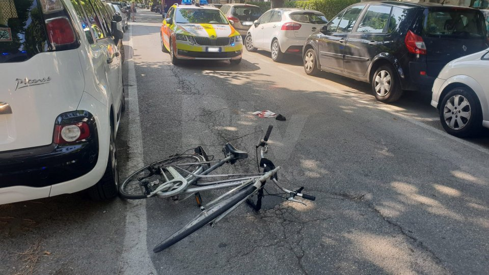 Miramare, trenino turistico urta ragazza in bicicletta: è grave