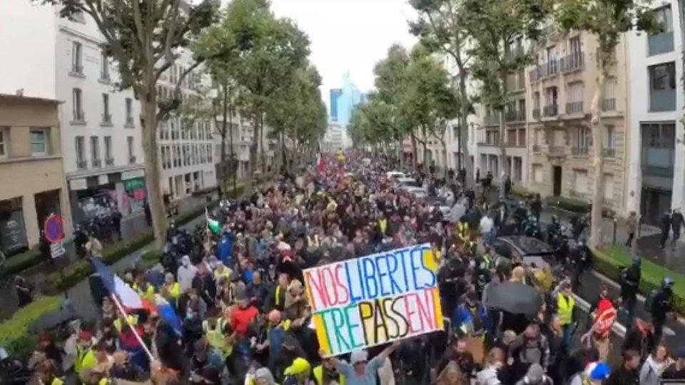 Green pass: al via i cortei di protesta in tutta la Francia