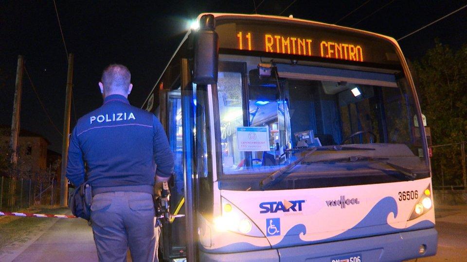 Rimini: senza biglietto sull'autobus, 26enne accoltella due addette ai controlli. Grave anche un bambino