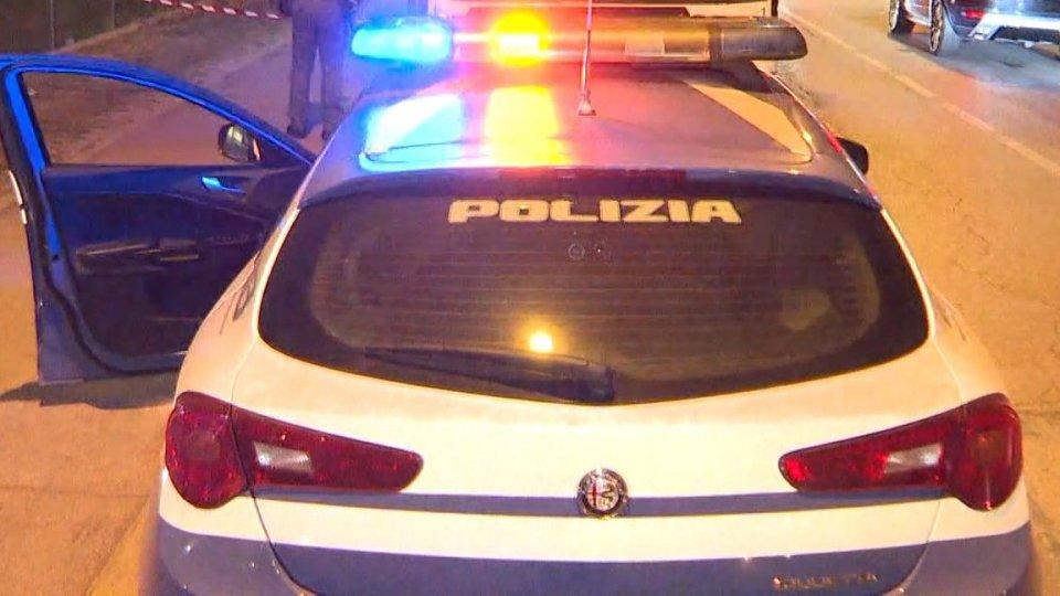 Torre Pedrera, tenta di aggredire la moglie con un coltello: arrestato