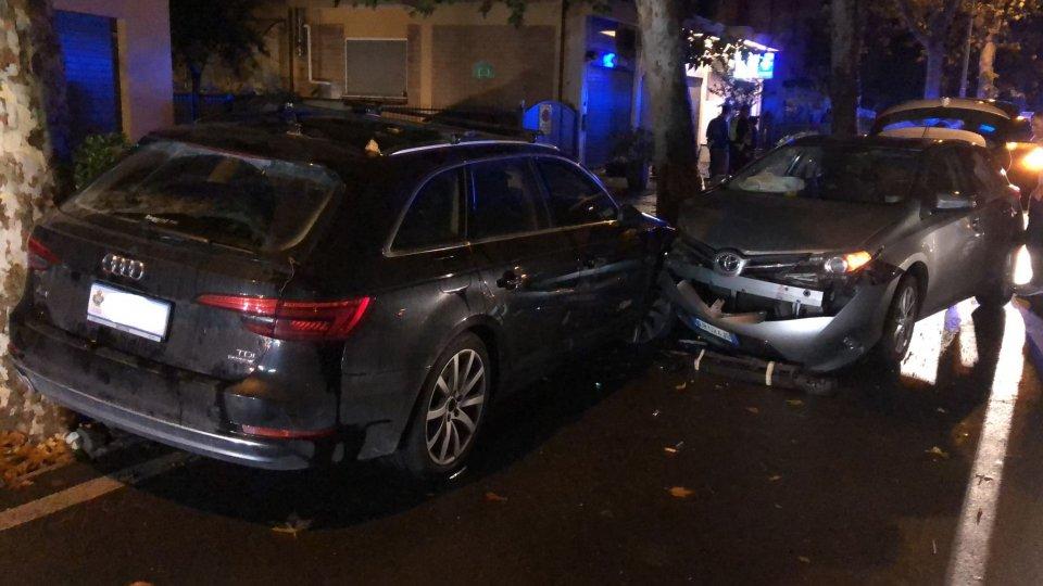 Rimini: auto sammarinese parcheggiata e colpita in via Campana
