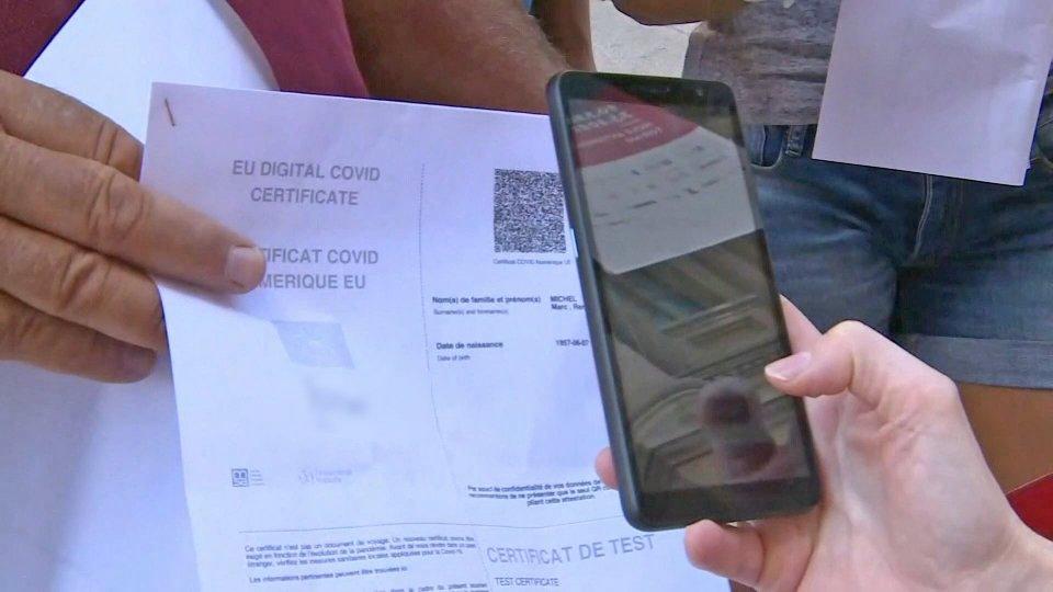 Green pass obbligatorio dal 15 ottobre, ore di attesa per San Marino