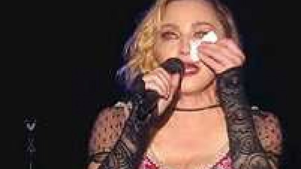 Madonna piange sul palco: 'Non ci fermeranno'