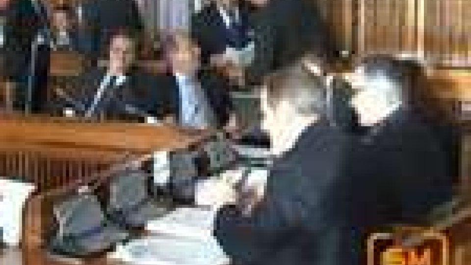 Legge bilancio 2012, i commenti della politica