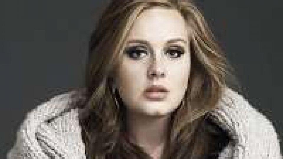 Adele, Hello da record. Intanto accusa di plagio da Tom Waites.