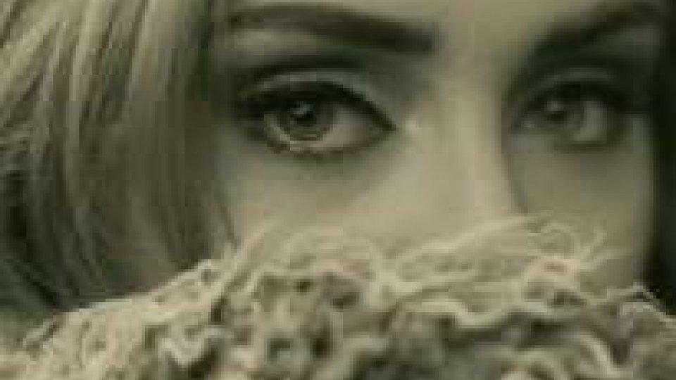'Hello' di Adele conquista la vetta