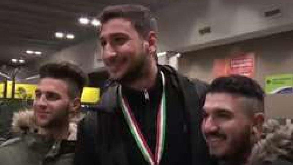 L'accoglienza al ritorno del MilanLa Supercoppa è del Milan, bianconeri sconfitti ai rigori