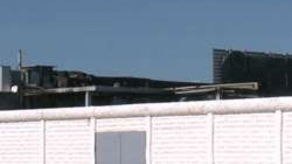 Il tetto della discoteca dopo l'incendioMisano Adriatico: in fiamme la discoteca Living, ex Bobo