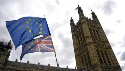"""Brexit: slitta il voto sul """"deal"""" ma Johnson non vuole chiedere il rinvio"""