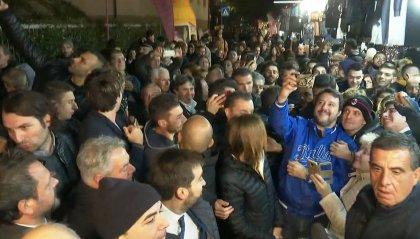 Fiera di San Martino: Salvini incontra sostenitori e contestatori, non passa sotto le corna