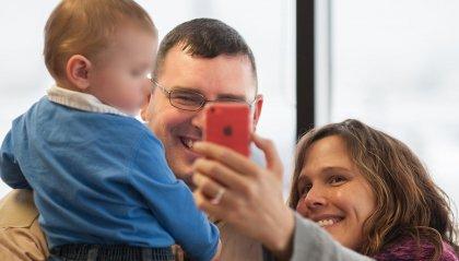 Figli minorenni: per le foto sui social occorre il consenso di entrambi i genitori. Tutti i casi particolari