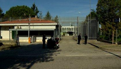 Rimini: portava droga in carcere al figlio, denunciata
