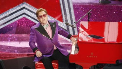 Elton John interrompe il concerto