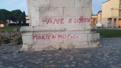 Scritte sull'Arco di Augusto a Rimini, saranno ripulite