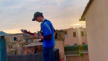 Suona Ennio Morricone davanti a Piazza Navona vuota