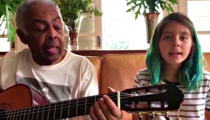 """Gilberto Gil canta """"Volare"""" insieme alla nipote"""
