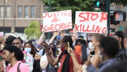 Minneapolis, non si fermano le proteste contro la polizia per la morte di George Floyd