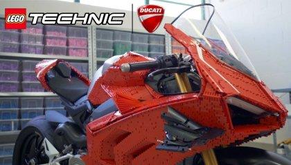 La Ducati Panigale V4 R fatta di Lego